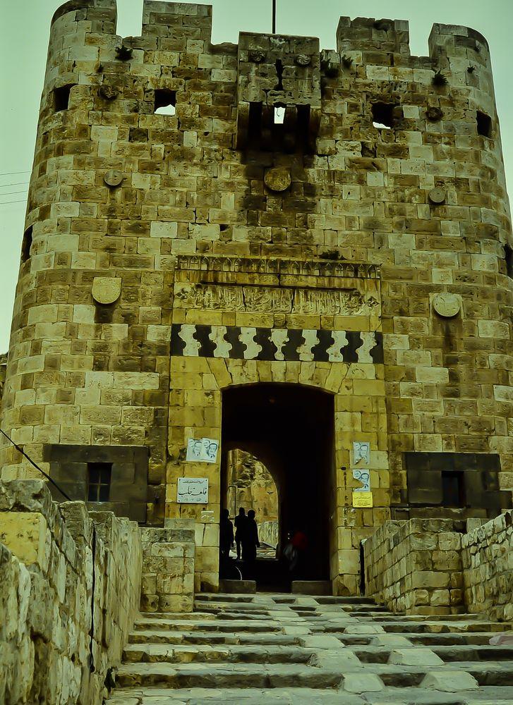 Aleppo ,Burgeingang.    .120_3809