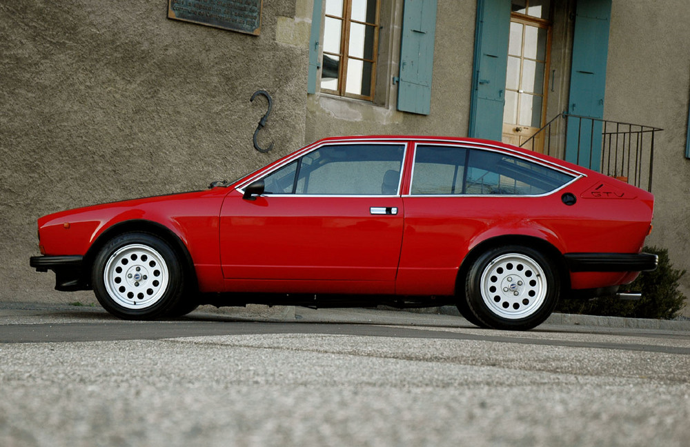 alfa romeo alfetta gtv 2 foto bild sport motorsport. Black Bedroom Furniture Sets. Home Design Ideas