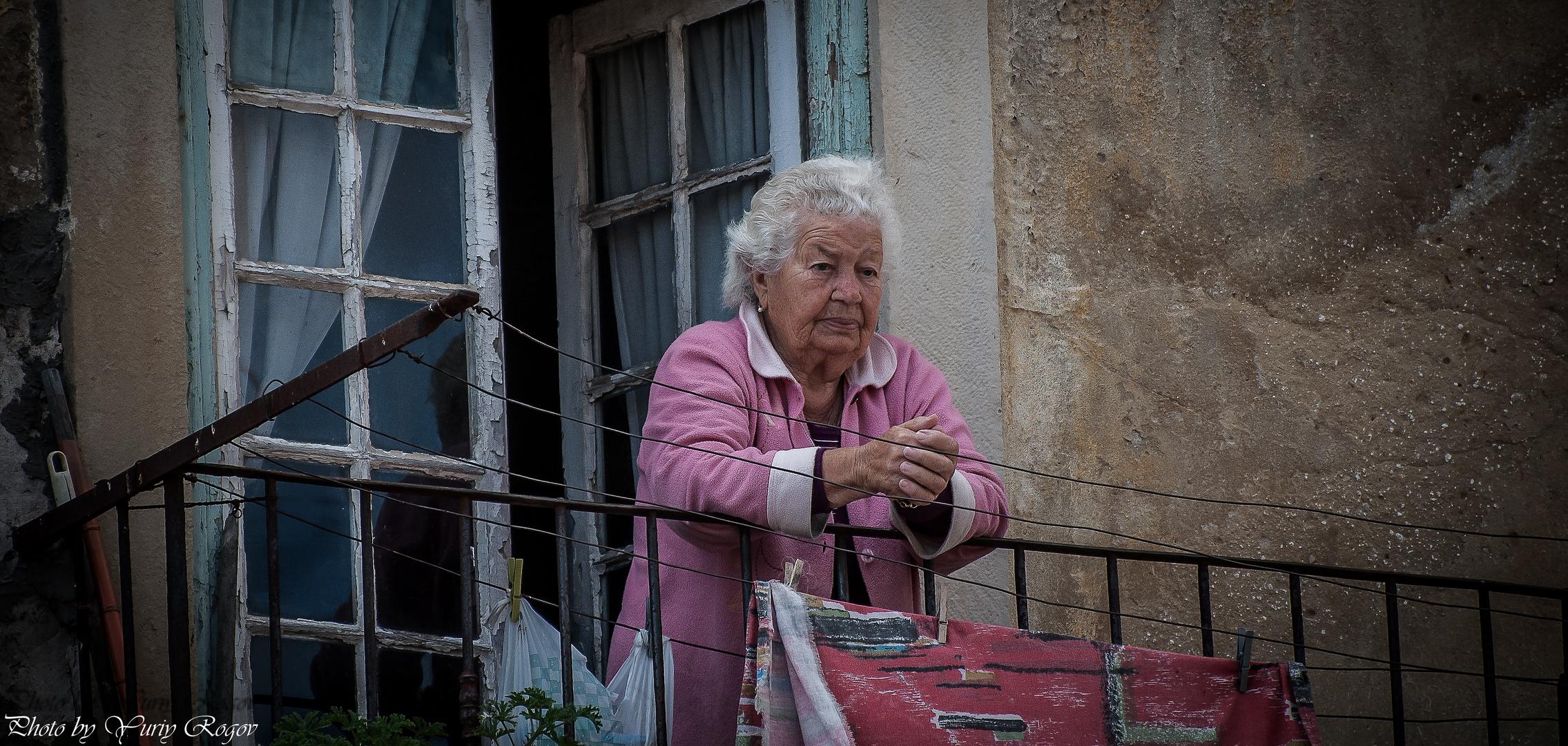 Alfama. Old woman 2