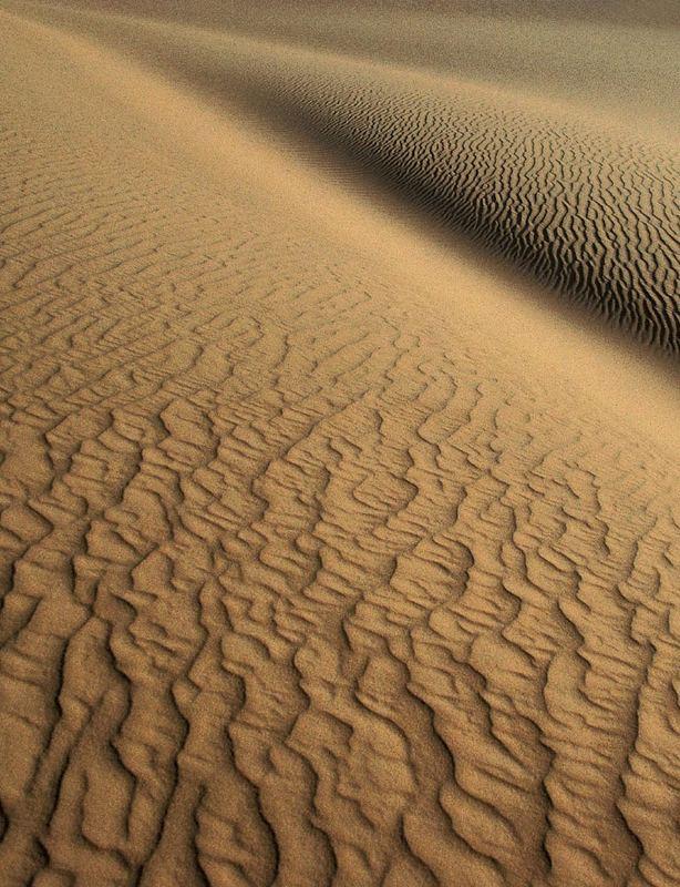 ALGERIEN   Strukturen in einer Dünenlandschaft bei Djanet