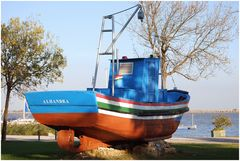 «Alhandra» la barca in giardino. The boat on  garden.