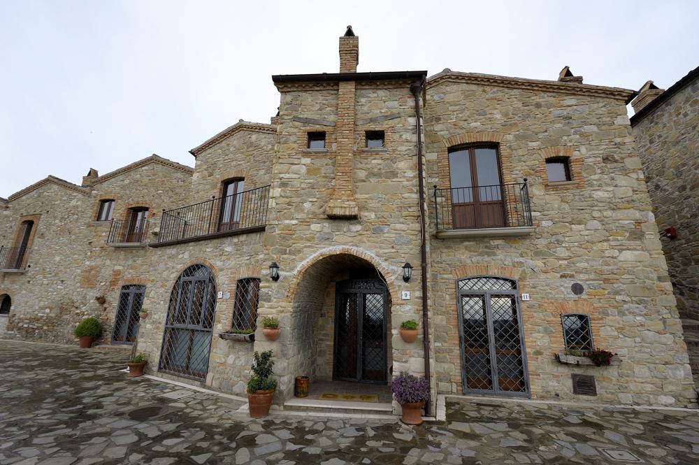 Aliano; Unesco; Häuser;Gesichter