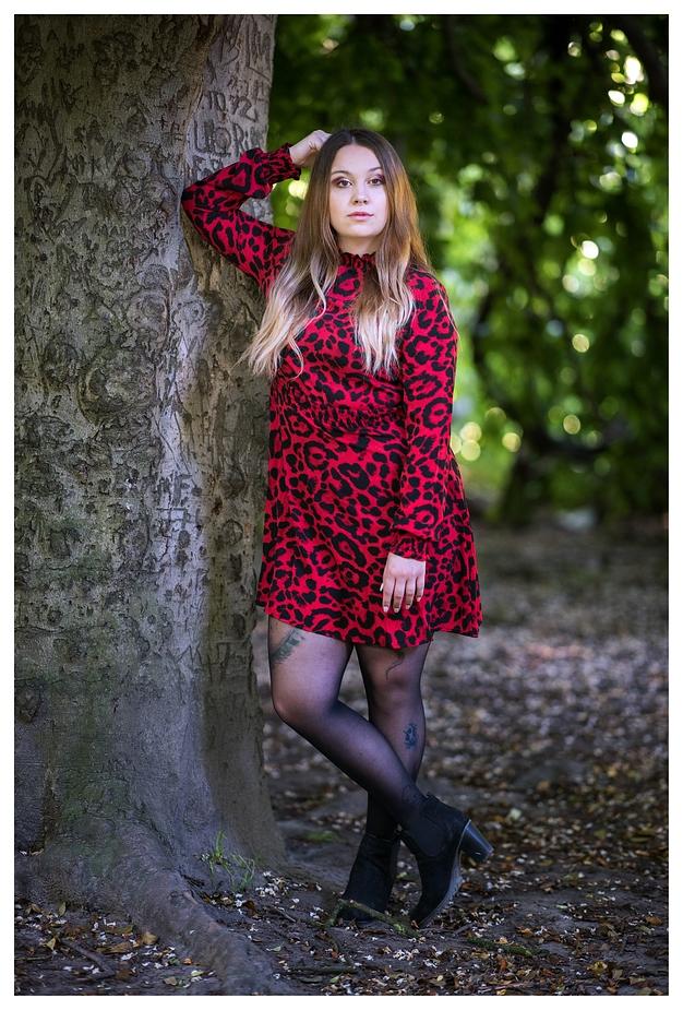 Alina am Baum