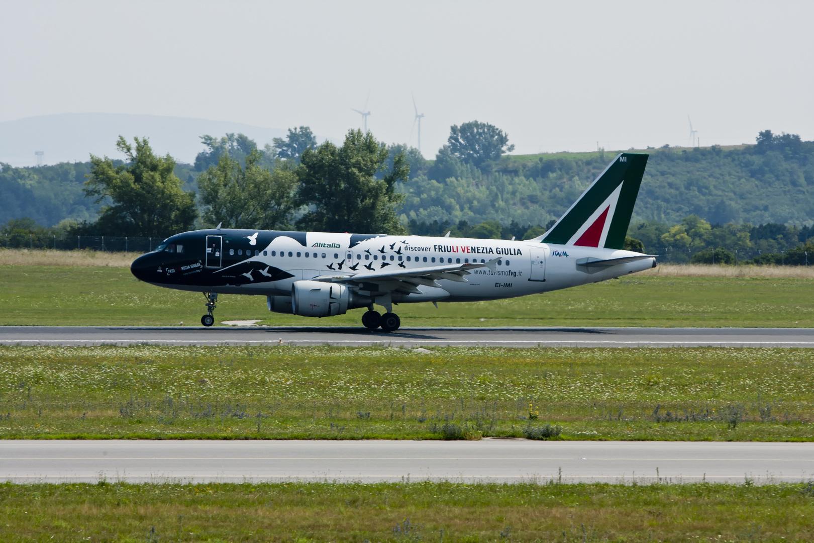 Alitalia A 319-112 ...