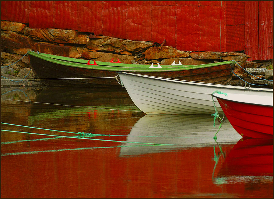 all in red: house, water boats