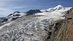Allalinhorn 4027m und darunter der Feegletscher , denn jetzt im Juli/August....
