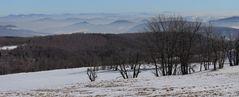 Alle fernen Berge bis zum Ralsko, der aus dem Nebel schaut...
