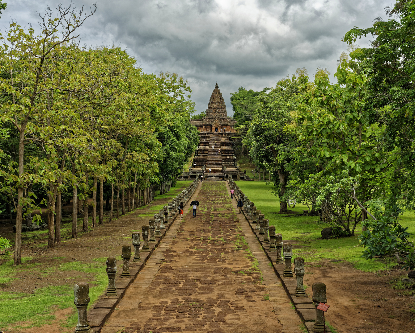 Allee zum zentralen Heiligtum Phanom Rung
