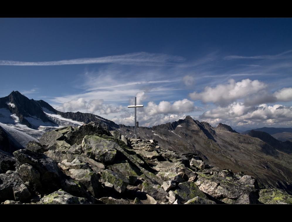 allein am Gipfel