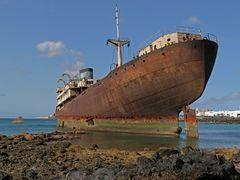 allein verrottet das Schiff