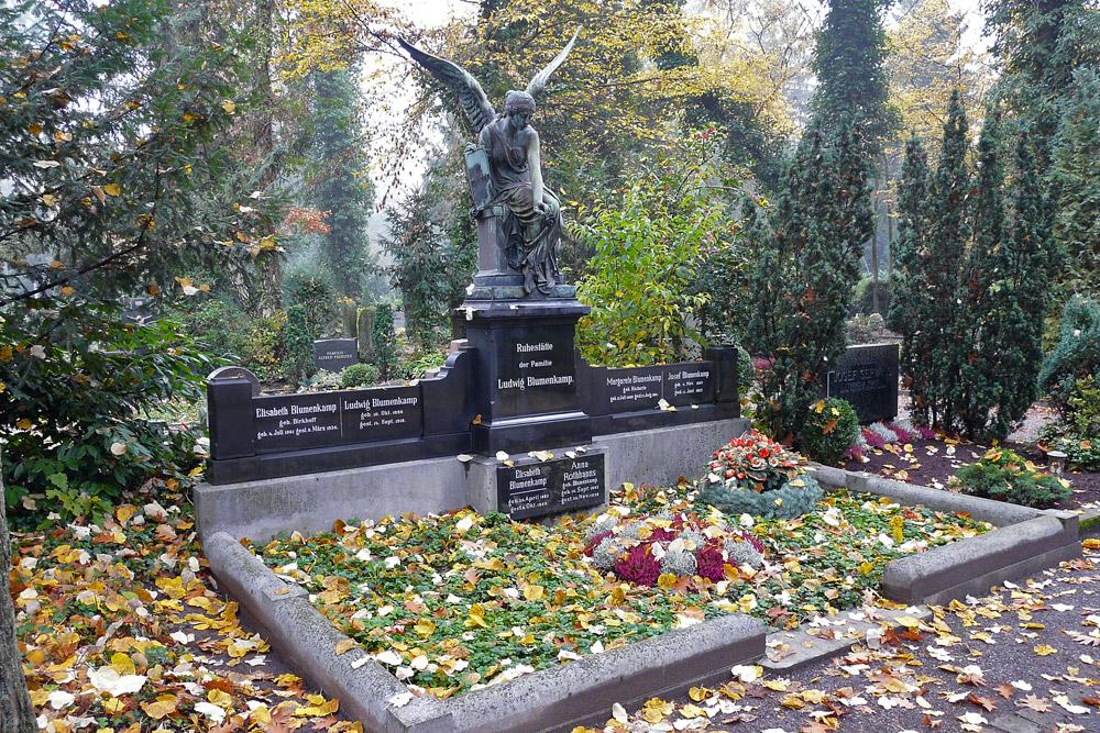 Allerheiligen - Herbststimmung auf dem Hauptfriedhof Neuss