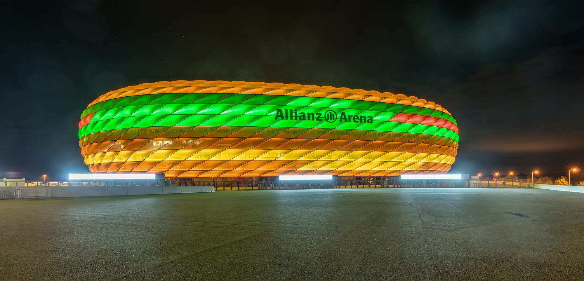 Allianz-Arena als Bio-Burger Foto & Bild | architektur, architektur ...