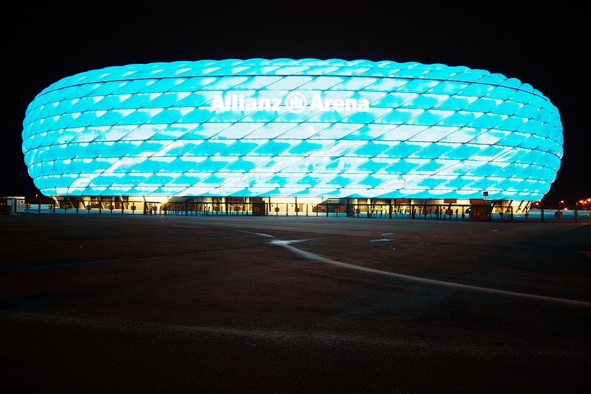 Allianz-Arena in Blau, WW und HDR