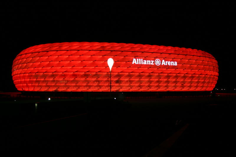 Allianz Arena in rot,