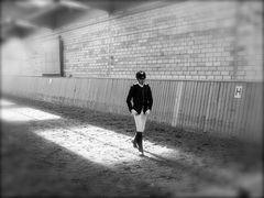 all.tag.foto_tRAUM ZEIT_reiter nach dem sprung