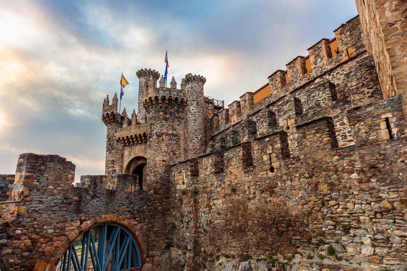 almenas castillo templario, Ponferrada Imagen & Foto | arquitectura,  ciudades, sunset Fotos de fotocommunity