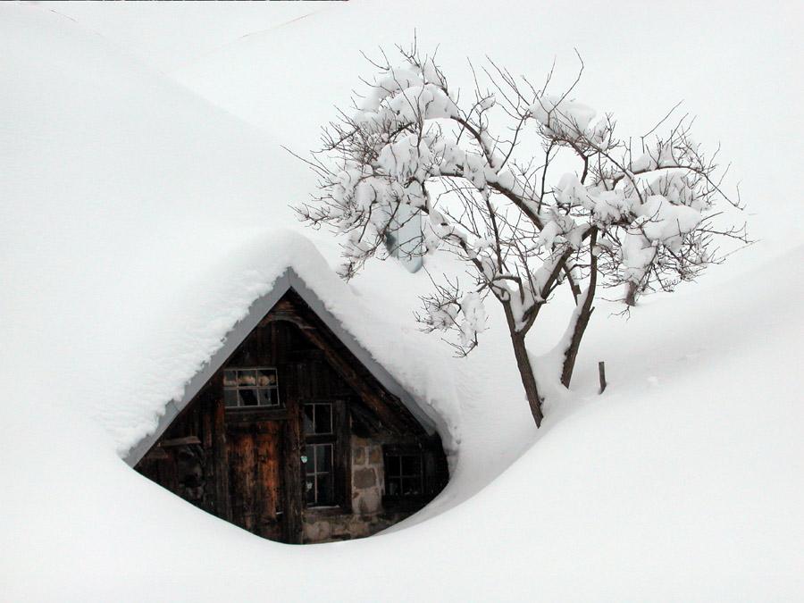 Alpe Ranzenberg vom Schnee begraben.