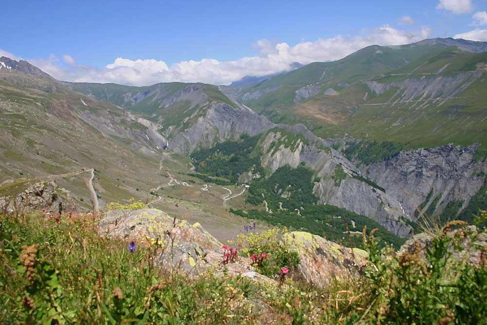 Alpen im Sommer nahe L'Alpe d'Huez
