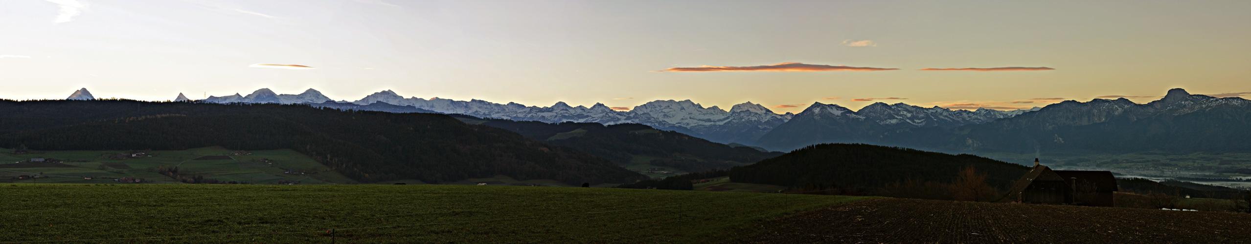 Alpenpanorama vor dem Sonnenaufgang