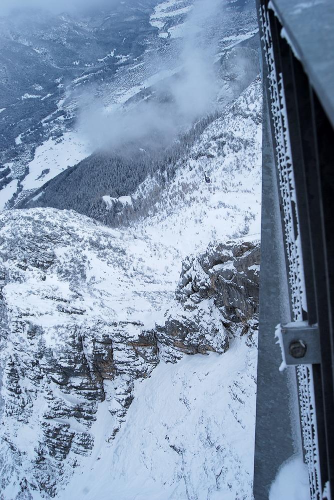 AlpspiX: Tiefblick mit Seilbahn