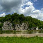 Als ging ich am Ufer der Donau entlang .....