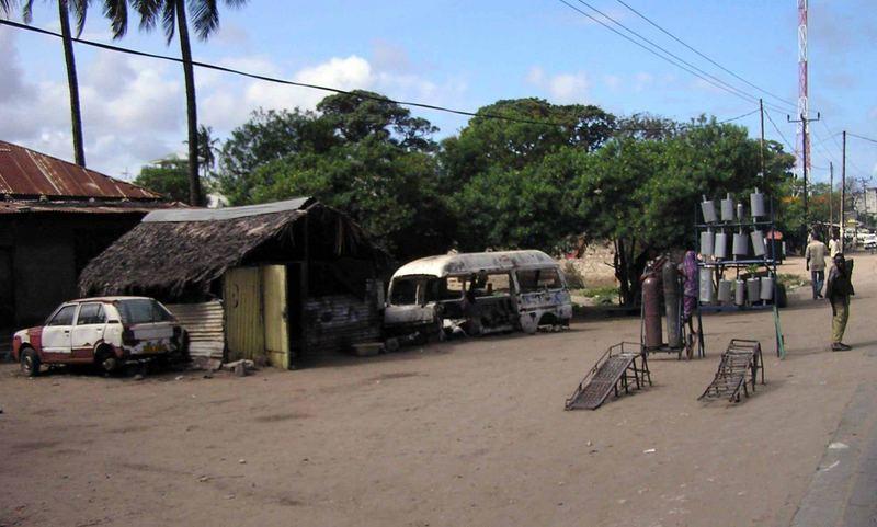 Alt und Neu, Autowerkstatt in Kenia