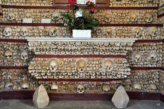 Altar der Knochenkirche in Faro