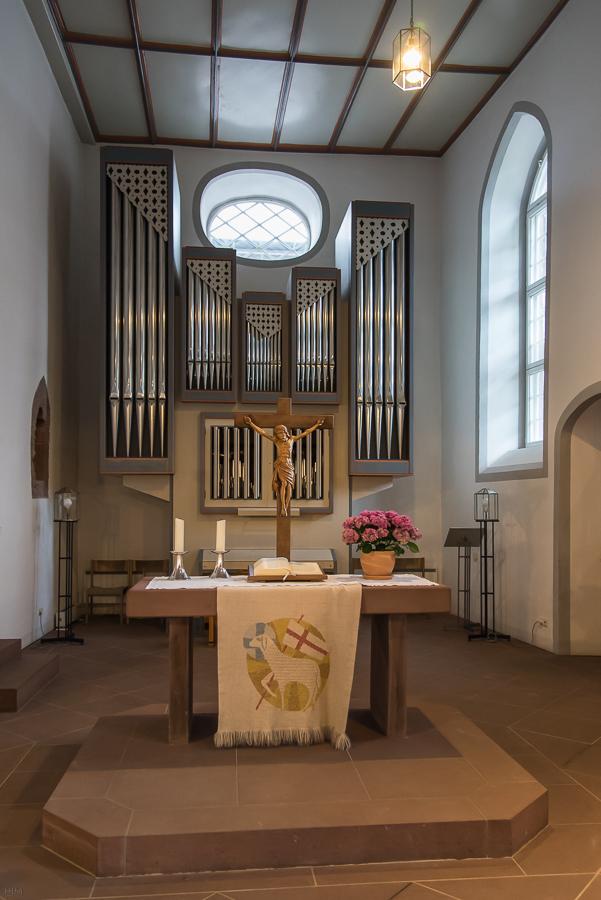 Altar und Orgel der St. Georgskirche