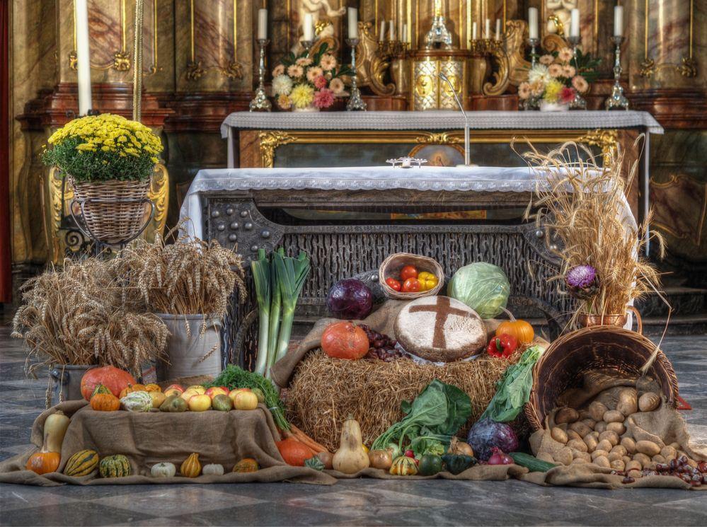 altar zum erntedank foto  bild  kirche getreide glaube