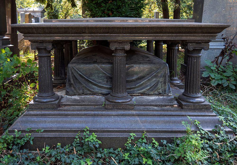 altartisch mit sarg