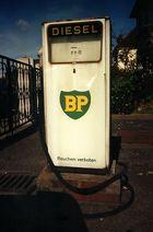 Alte BP-Zapfsäule mit Charakter