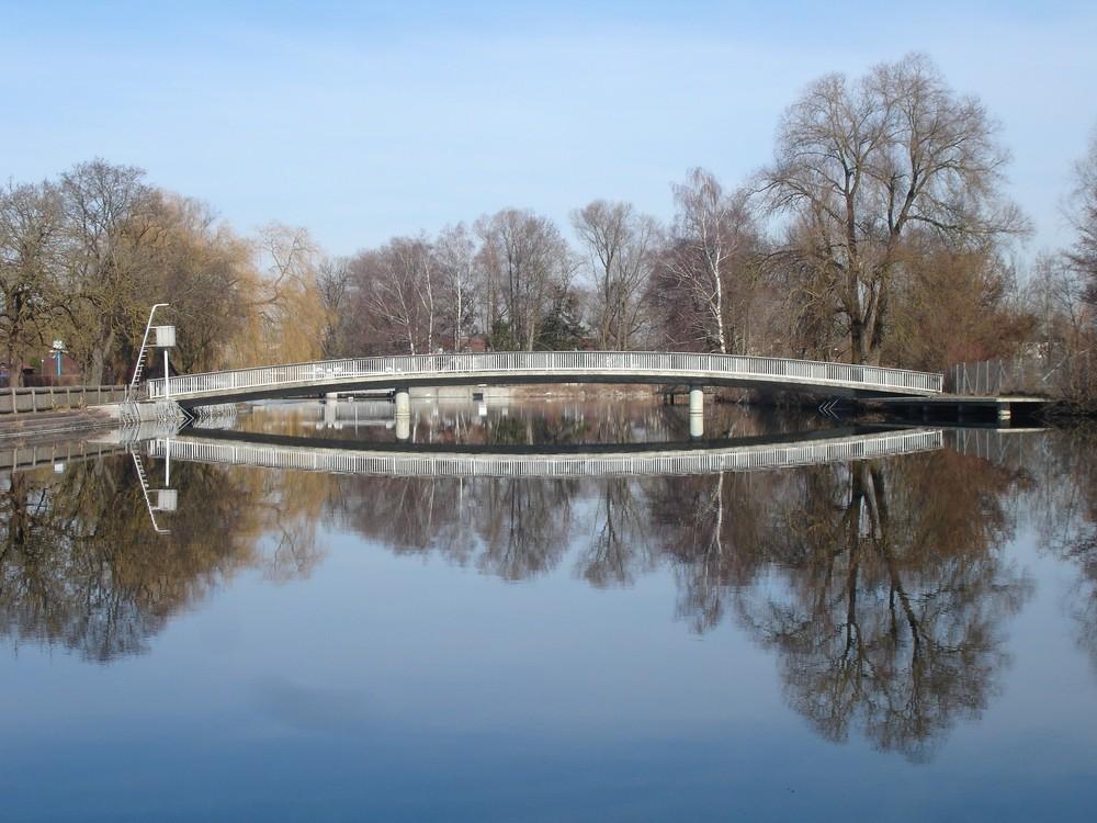alte Brücke im Brucker Amperbad