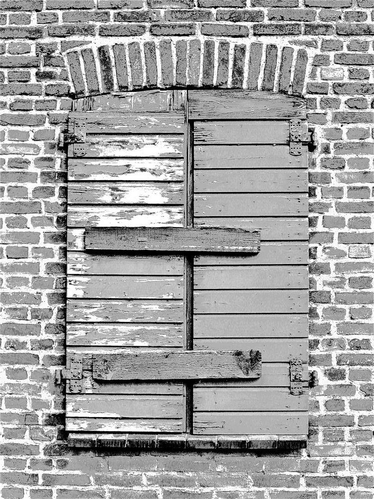 Alte fenster darf man eigentlich nicht zunageln durch sie sieht man oftl mehr als durch neue - Fenster geht nicht mehr auf ...