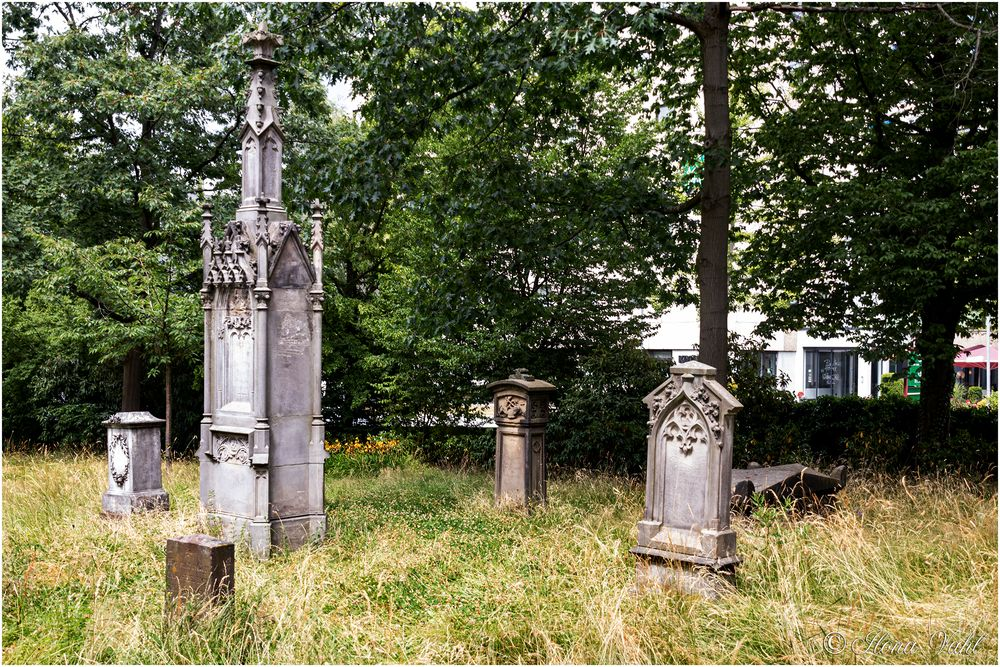 Alte Grabsteine der Fuldaer Lokalgrößen