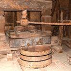 Alte hölzerne Weinpresse von 1825