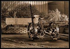 Alte Landmaschine ...