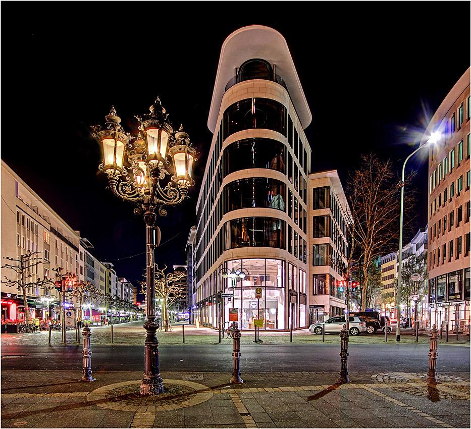 Alte Laterne vs. neue Architektur