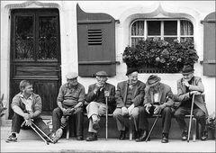 alte Männer im Gespräch