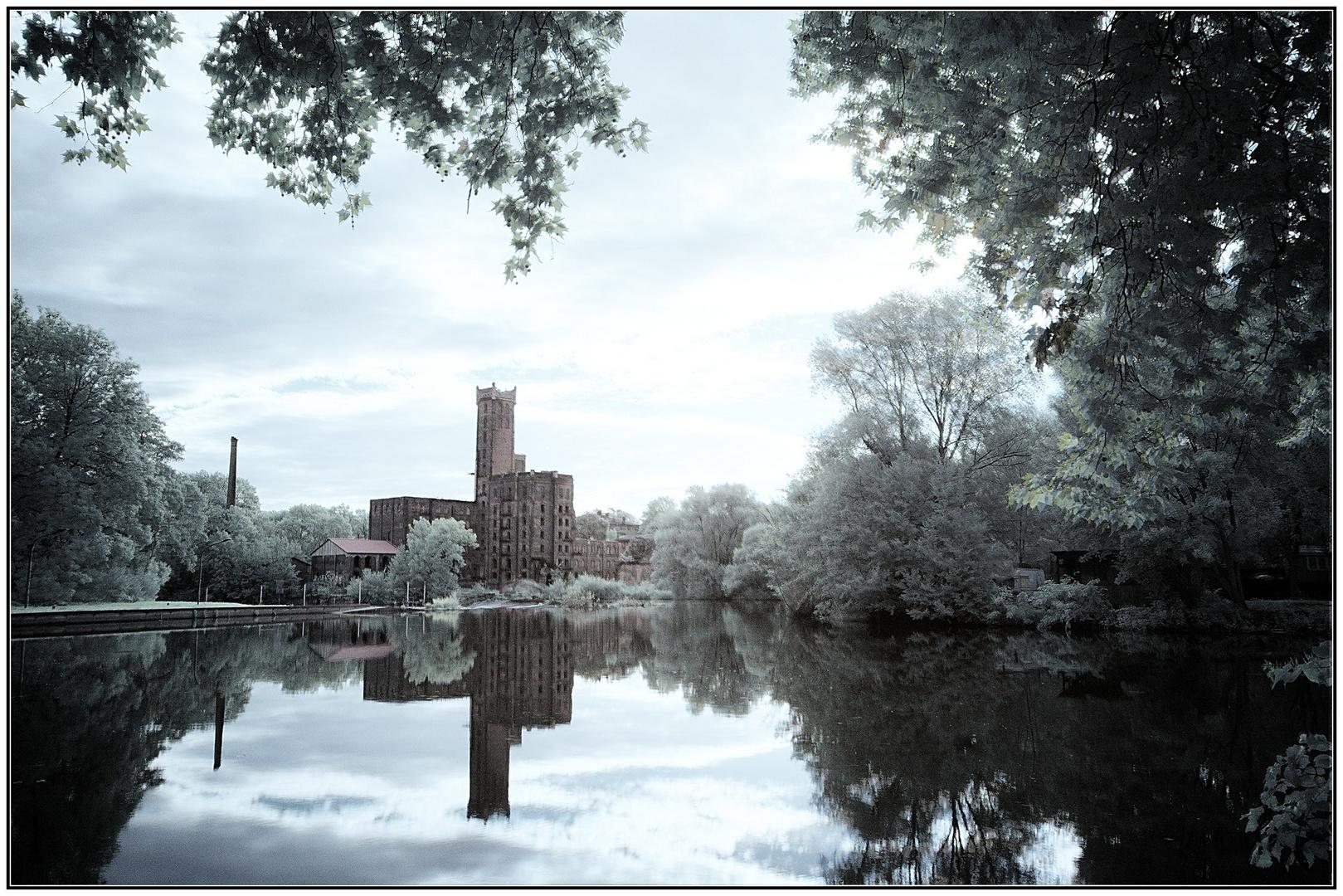 alte Mühle am Fluss