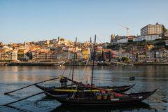 alte Portwein Schiffe auf dem Douro
