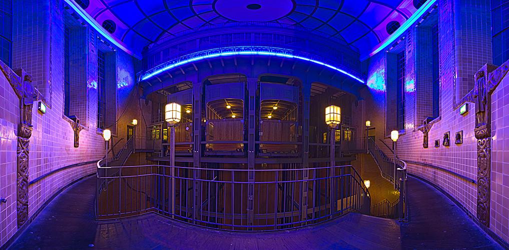 Alter Elbtunnel im blauen Licht (HDR Panorama Blue Port 2010)