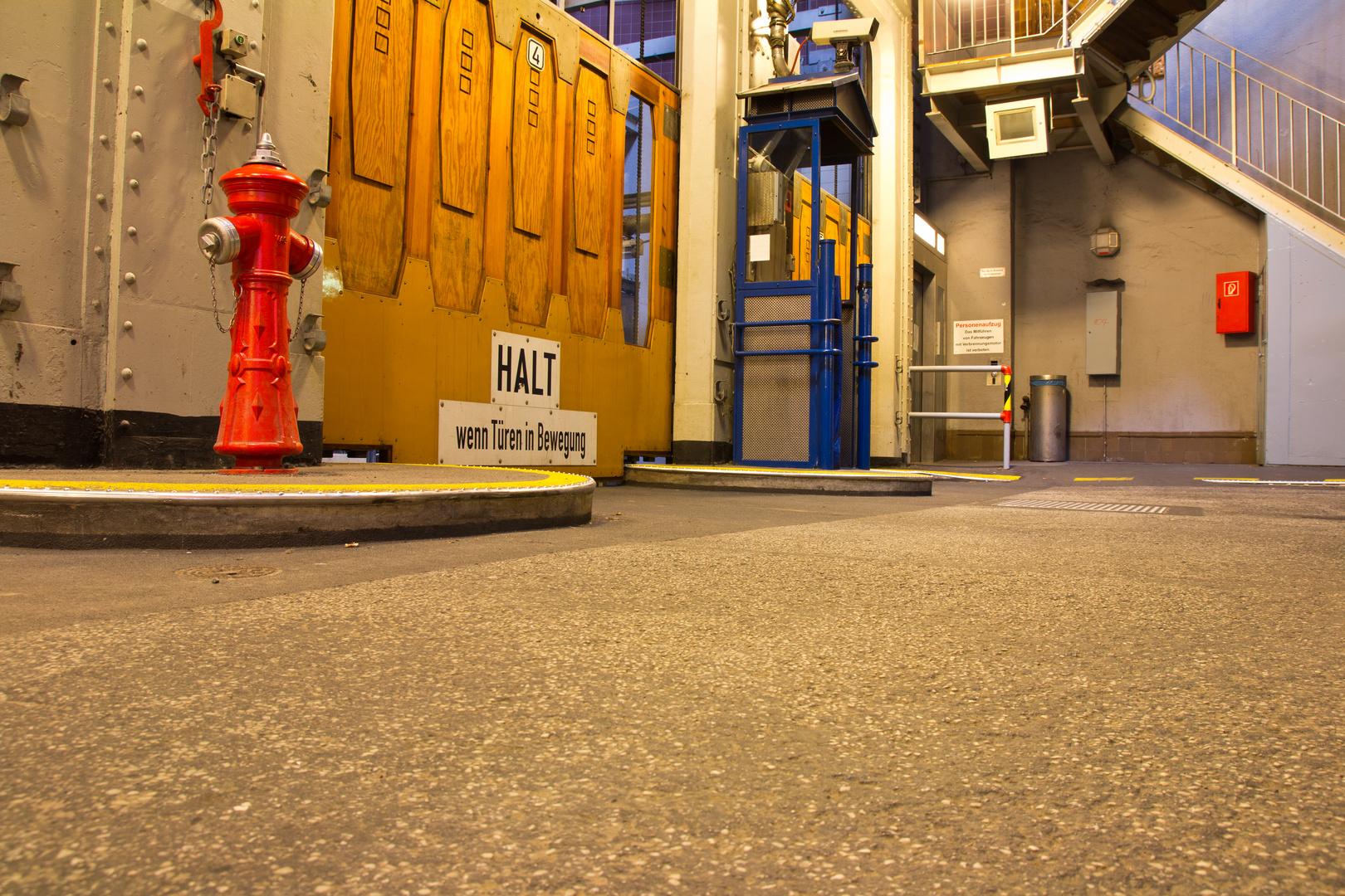 Alter Elbtunnel im Hamburger Hafen