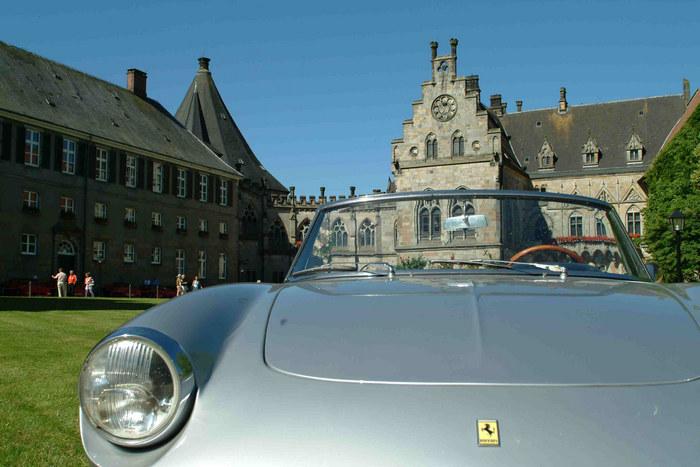 Alter Ferrari in der Burg von Bad Bentheim