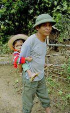 Alter Man mit Kind