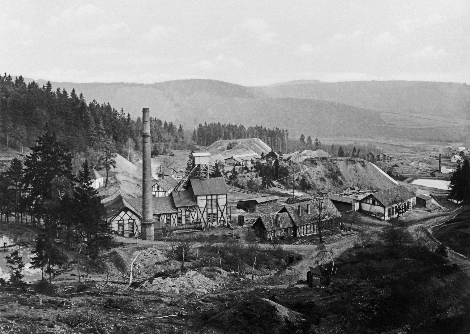 Alter Schacht der Grube Stahlberg in Müsen (Repro-Aufnahme)