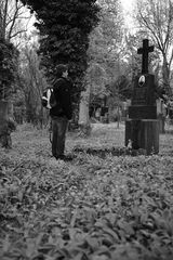 Alter Südfriedhof München - Auge in Auge