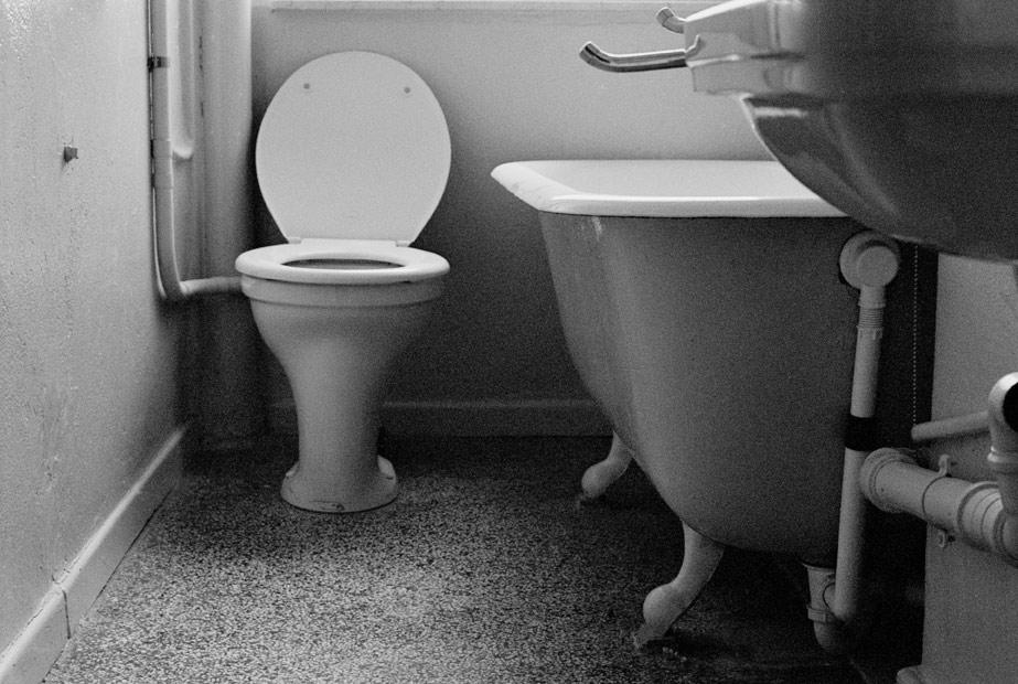 Altes Badezimmer in schwarz/weiß Foto & Bild   architektur, lost ...