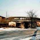 Altes Bahngebäude im Winter