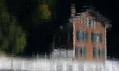 Altes Haus gespiegelt