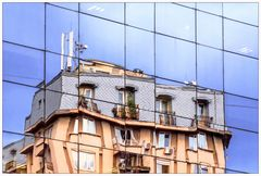 altes Haus trifft Glas-Fassade...